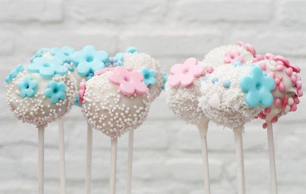 "decoracao casamento azul amarelo e rosa:Ao usar com flores utilize flores nas tonalidades de rosa ""candy""."